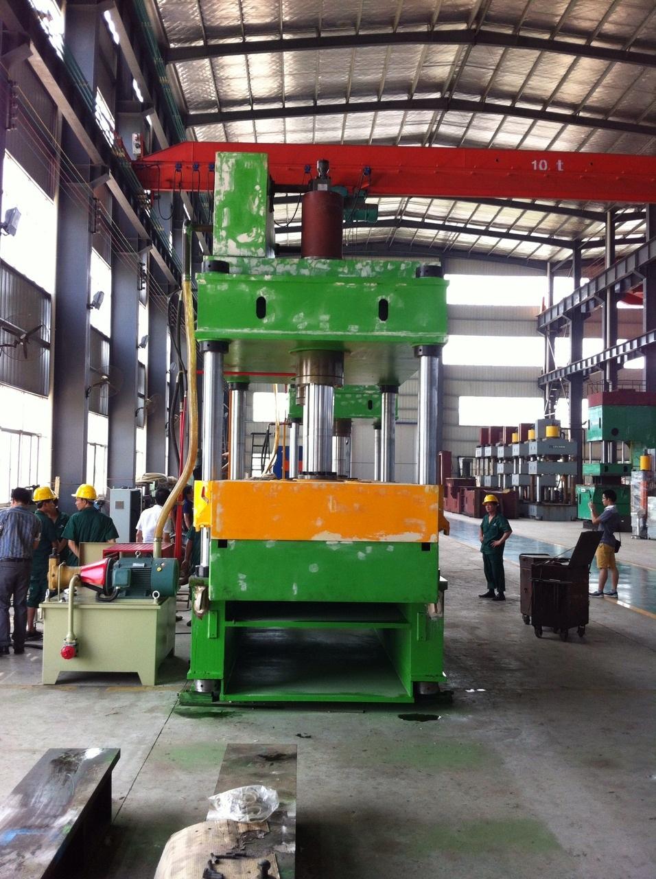 ตรวจสอบคุณภาพเครื่อง Hydraulic Press ณ โรงงานผู้ผลิตที่ประเทศจีน 23 - 26/7/56