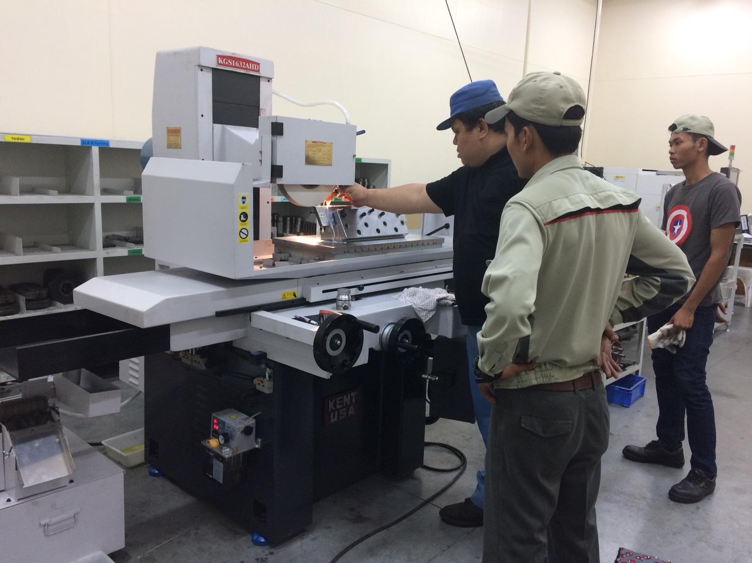 งานติดตั้งและเทรนนิ่ง เครื่องเจียราบ KENT KGS 1632AHD ให้กับลูกค้าลูกค้าโรงงานญี่ปุ่นขนาดใหญ่ชั้นนำของประเทศ 24/8/61